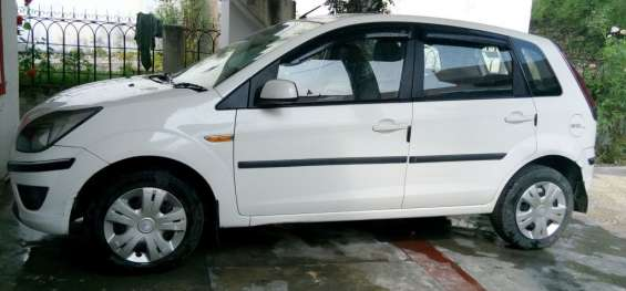 Ford figo diesel 2011 model white 83000kms