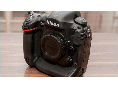 For sale...nikon d4 16mp digital slr camera